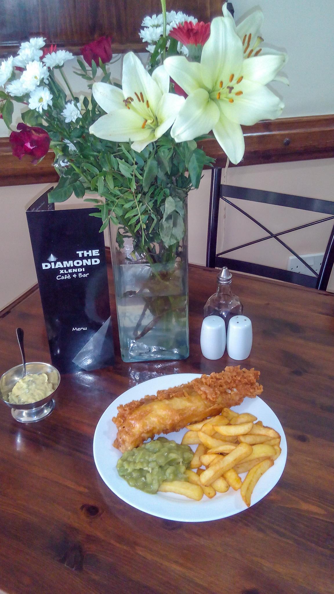 fish chips mushy pease horseradish